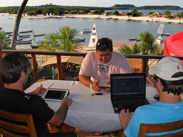 Em Alter do Chão os turistas podem acessar a internet de graça, inclusive na Praia Ilha do Amor, em frente a vila. (Foto: Tamara Saré/ Agência Pará)