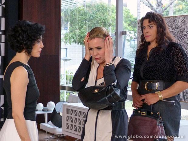 ... e deixa Bárbara Ellen praticamente nua (Foto: Sangue Bom / TV Globo)