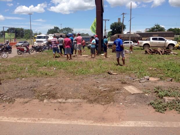 Manifestantes assaram costela bovina às margens de rodovia em MT (Foto: Osvaldo Pasqualotto/ Arquivo pessoal)