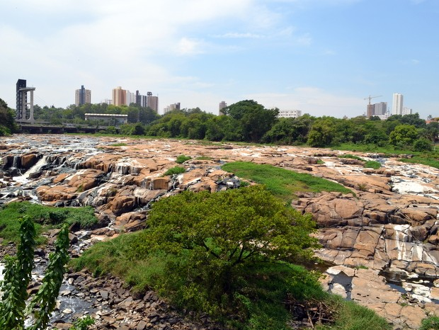 Salto do Rio Piracicaba 'sumiu' com vazão abaixo da média nesta terça (7) (Foto: Leon Botão/G1)