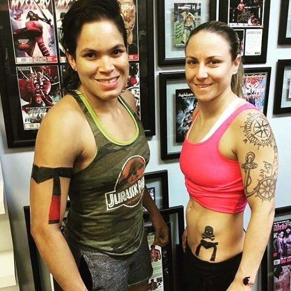 BLOG: Amanda Nunes apresenta nova tatuagem de faixa preta no braço direito