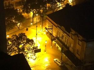 Centro da cidade completamente alagado (Foto: Chandy Teixeira)