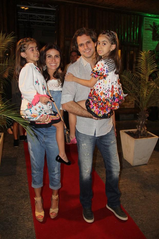 Giovanna Antonelli e o marido, Leonardo Nogueira, com as filhas Antônia e Sofia (Foto: Rogerio Fidalgo/AgNews)