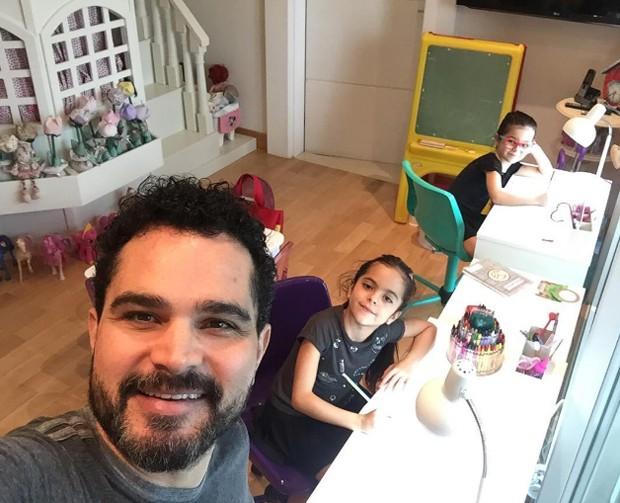 Luciano Camargo e as filhas, Isabella e Helena (Foto: Reprodução)