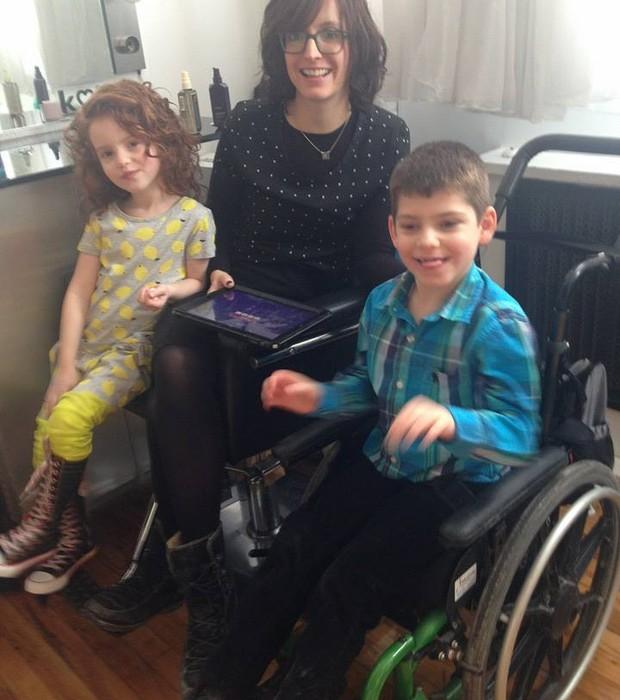 Na'ama, sua mãe e seu irmão (Foto: Reprodução/ Facebook)