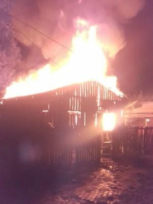 Casa foi destruída por incêndio e família perdeu roupas, documentos e eletrodomésticos (Foto: Daiane da Conceição/Arquivo Pessoal)