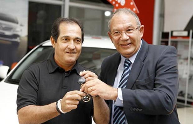 Eleito melhor técnico da Libertadores 2012, Muricy Ramalho levou para casa um Toyota RAV4  (Foto: Divulgação)