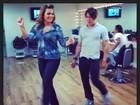 Com bobe no Cabelo, Geisy Arruda ensaia 'Show das Poderosas'