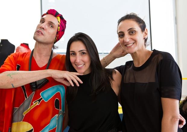 Dudu Bertholini e Ale Farah com a vencedora do hackathon (Foto: Divulgação)
