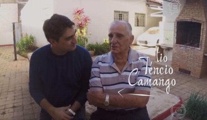Zeca Camargo e o Tio Tércio relembraram momentos na casa de Dona Minica (Foto: Divulgação)