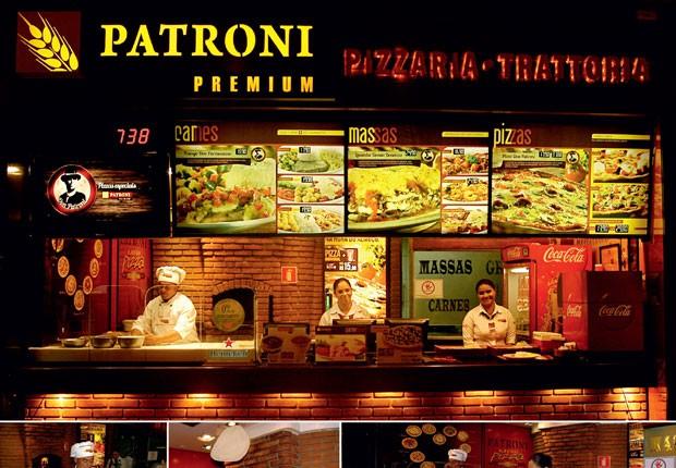 Com o crescimento da procura por franquias, a Patroni desenvolveu o conceito de loja Premium, voltada para as classes A e B. Acima, o pizzaiolo Leonardo Batista, um dos funcionários mais antigos da casa, prepara uma pizza em sete minutos, diante dos clien (Foto: J.C. Buldrini)