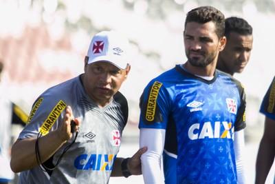 celso roth, gilberto, vasco (Foto: Paulo Fernandes/Vasco.com.br)
