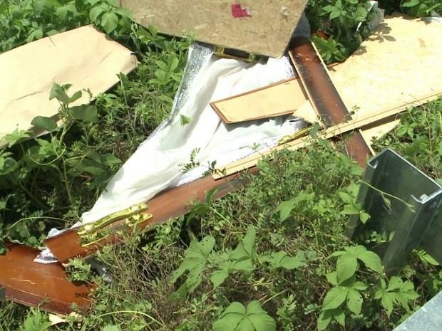 Acidente com carro de funerária no Sertão da Paraíba (Foto: Beto Silva/TV Paraíba)