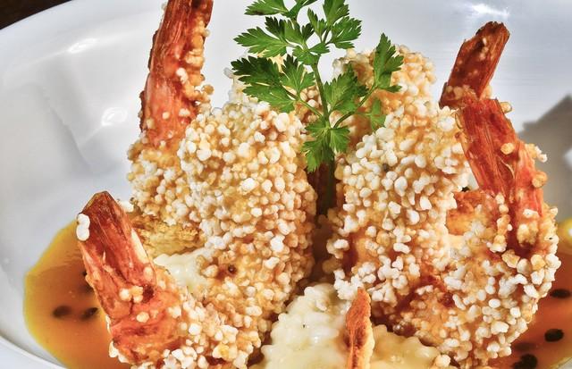 Receita: camarão com crosta de tapioca fica pronto em 10 minutos