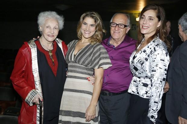 Christiane Torloni com a mãe, Monah Delacy, e com os taores Ary Fontoura e Priscila Fantin (Foto: Roberto Filho/ Ag. News)