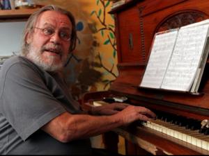 Pianista Bebeto von Buettner morre aos 67 anos após lutar contra câncer (Foto: Reprodução/ EPTV)