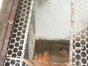 Buraco por onde pressos fugiram de Pedrinhas (Foto: Divulgação)