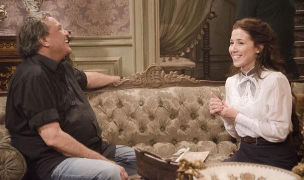 Dennis Carvalho e Marjorie Estiano nas gravações de Lado a Lado (Foto: TV Globo / Raphael Dias)