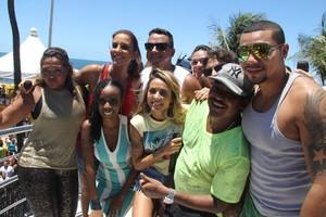 """Ivete, Naldo e Alinne Rosa juntos para a foto no """"Arrastão"""" (Foto: Dilson Silva/ Agnews)"""