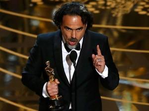 Alejandro Gonzáles Iñárritu recebe o Oscar de melhor diretor por 'O regresso'