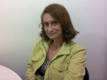 A professora e tradutora Denise Hecksher é uma das coordenadoras do Grupo; ela descobriu que tem AIDS há oito anos (Foto: Rodrigo Saviani/G1)
