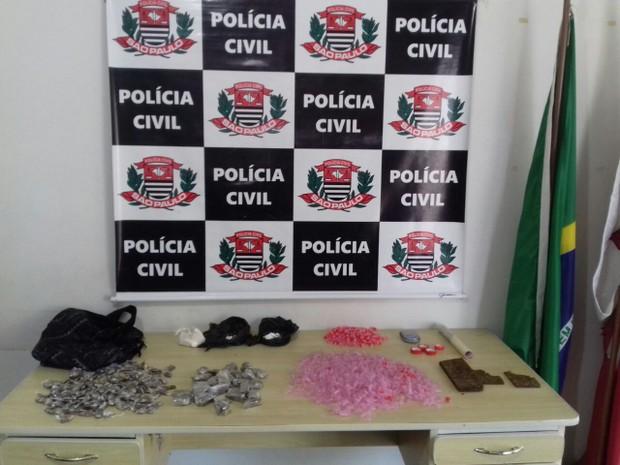 Operação resultou na apreensão de drogas e prisão de procurados (Foto: Divulgação/Polícia Civil)