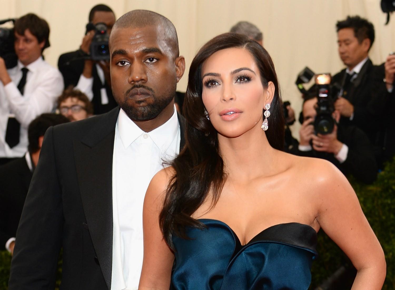O casamento da socialite Kim Kardashian com o rapper Kanye West é aguardado para o primeiro semestre de 2014. Mas, oficialmente, eles continuam solteiros, embora vivam juntos na mansão das Kardashian quando ele não está em turnê. Em junho de 2013, nasceu a filha dos dois, North West. (Foto: Getty Images)