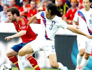 Juan Mata na partida da Espanha contra a Coreia do Sul (Foto: Reuters)