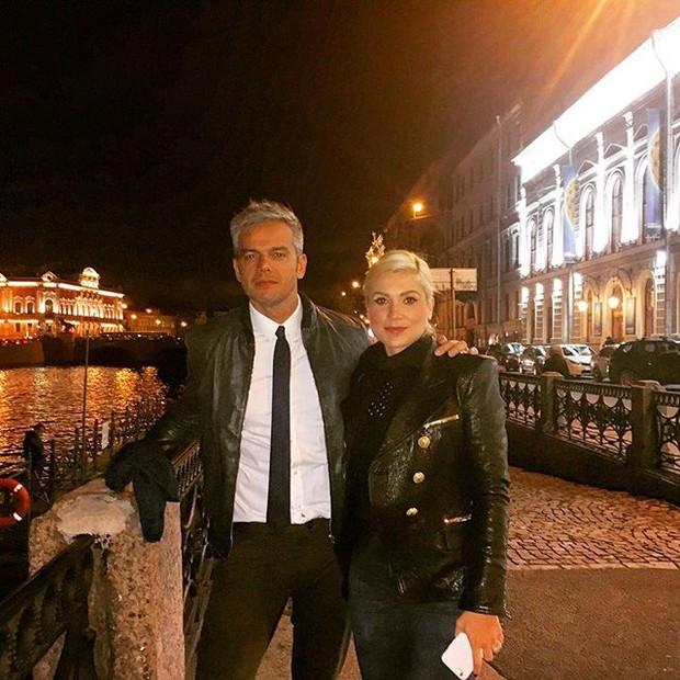 Otaviano Costa e Flávia Alessandra na Rússia (Foto: Reprodução/ Instagram)