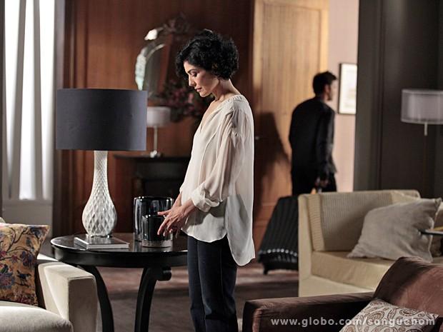 Érico vai embora e ela cai no choro (Foto: Sangue Bom / TV Globo)