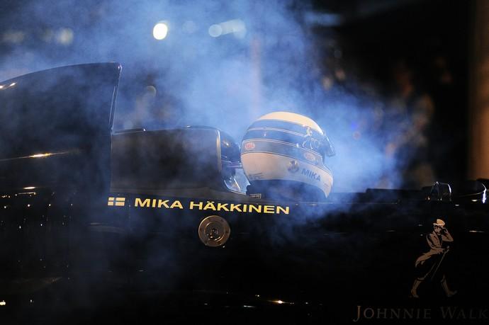 Mika Hakkinen acelera em filmagem nas ruas de São Paulo (Foto: Marcos Ribolli)