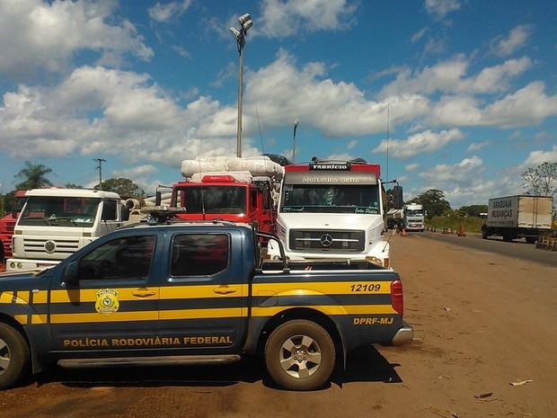 Caminhão é detido com quase 9 mil quilos de excesso de peso (Foto: PRF Tocantins/Divulgação)