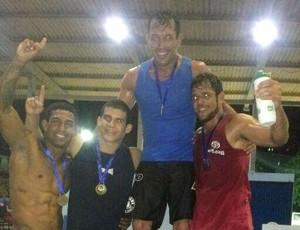 Luiz de França (dir.) havia vencido o Estadual de Luta Olímpica no último sábado (Foto: Arquivo Pessoal)