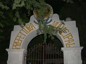 Sede da prefeitura de Santa Rita, munic�pio da Grande Jo�o Pessoa (Foto: Reprodu��o/TV Cabo Branco)
