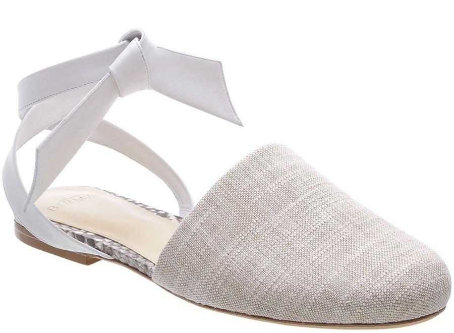 Sapato estilo ballet em tecido crú (Foto: Divulgação / Alexandre Birman)