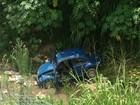 Motorista invade parque e cai com carro em córrego de Várzea Paulista