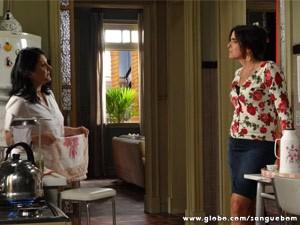 Rosemere desabafa com Odila sobre o convite de Perácio e Brenda (Foto: Sangue Bom/ TV Globo)