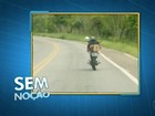 Motociclista é flagrado fazendo manobras perigosas em rodovia