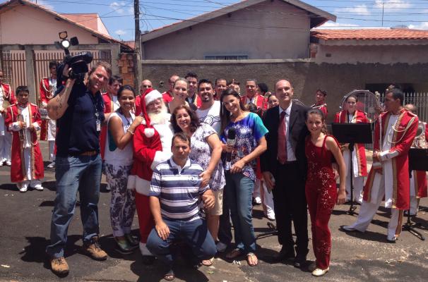 Equipe do Jogo de Cintura grava reportagem especial para o programa de Natal (Foto: Arquivo / TV TEM)