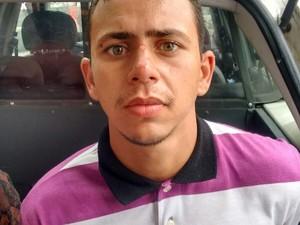 Carlos Magnum esta junto com menor durante abordagem  (Foto: Divulgação/Polícia Militar)