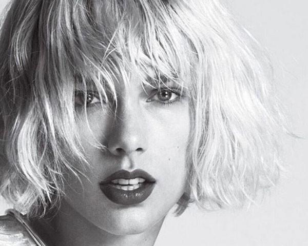 Taylor Swift está com os cabelos plastinados e curtinhos (Foto: Instagram)