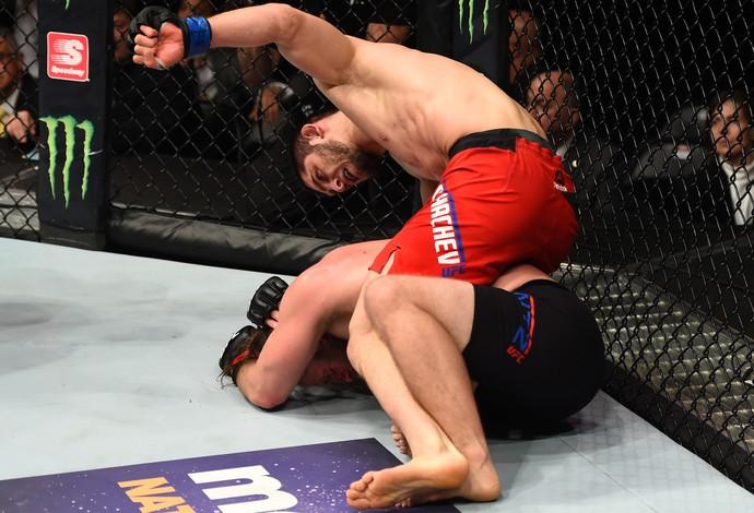 Islam Makhachev x Nik Lentz UFC 208 (Foto: Getty Images)