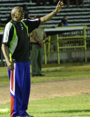 Toinho - técnico do Tiradentes-PI (Foto: Emanuele Madeira/Globoesporte.com)