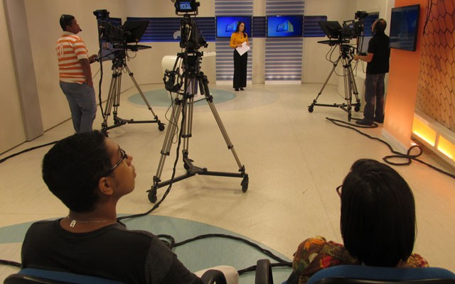 """Novos colaboradores visitam o estúdio da TV Clube  através do projeto """"Integração"""". (Foto: André Santos/TV Clube)"""