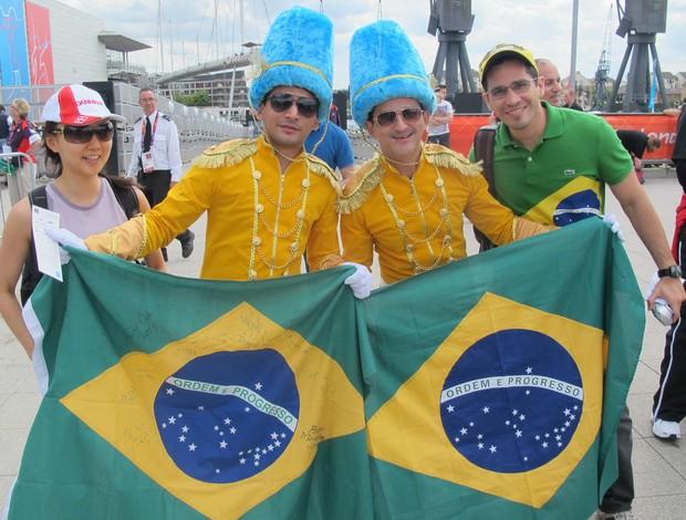 torcedores Guarda Real verde e amarela Brasil olimpíadas 2012 (Foto: Cahê Mota / Globoesporte.com)