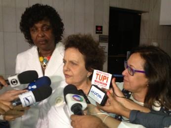 A ministra Eleonora Menicucci comemora aprovação da PEC ao lado da deputada Benedita da Silva (PT-RJ) e da senadora Lídice da Mata (PSB-BA) (Foto: Felipe Néri/G1)