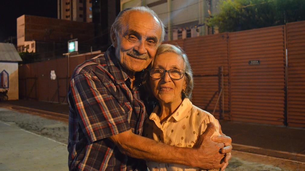 O amor cantado por Dorgival Dantas é um dos ingredientes do casamento de 60 anos de Cornélia de Souza Costa e Wilson Fernandes Costa, ambos de 80 anos, em Campina Grande (Foto: Kamylla Lima/G1)