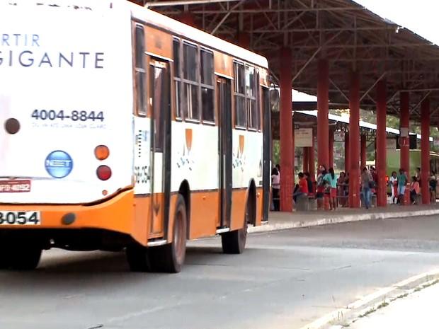 Ônibus circulam normalmente no terminal de integração da Cohama (Foto: Reprodução/TV Mirante)