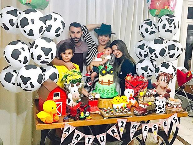 Kelly Key com o marido, Mico, e os filhos (Foto: Instagram/ Reprodução)