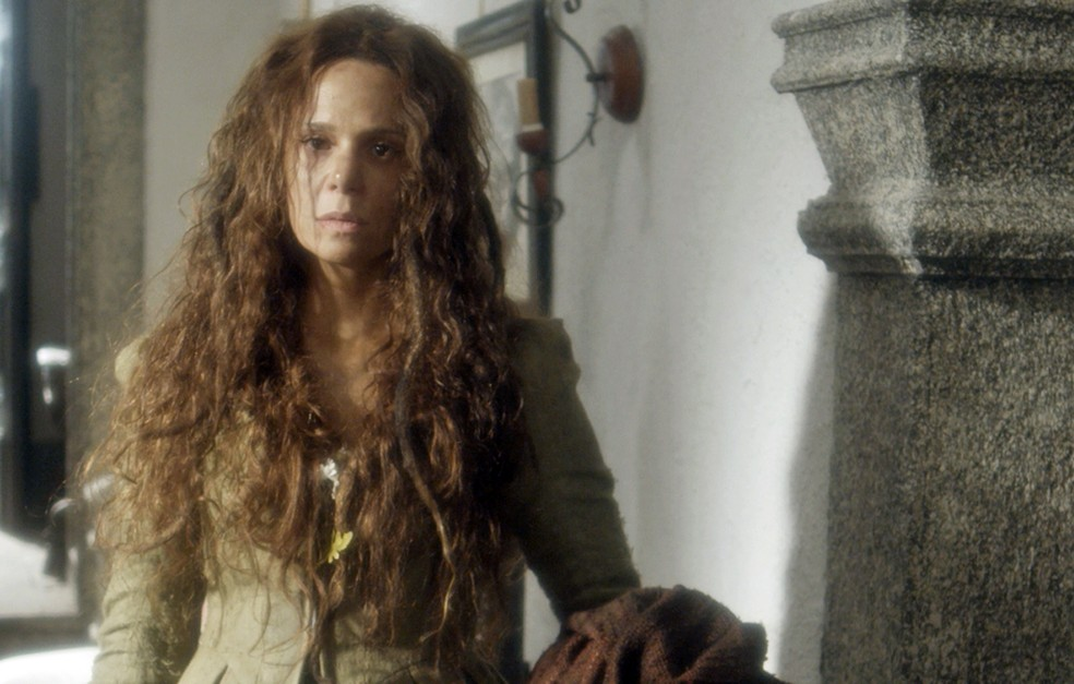 Vanessa Gerbelli nunca usou fios tão longos! (Foto: TV Globo)